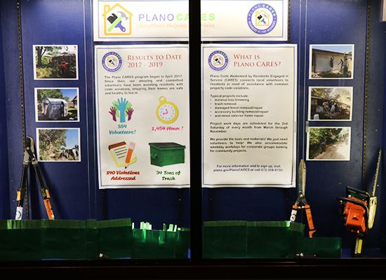 Display Case Plano CARES (1)