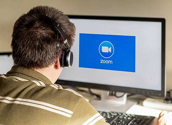 Zoom icon on screen